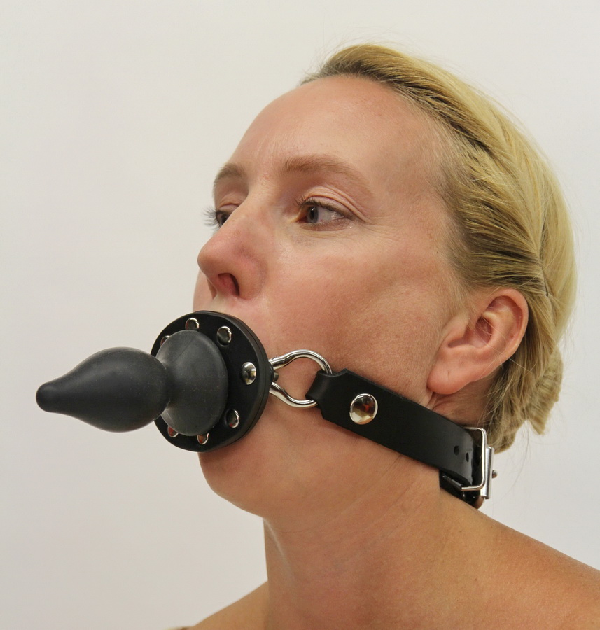 Ball Gag with Silicon Butt Plug . (quick-switch)
